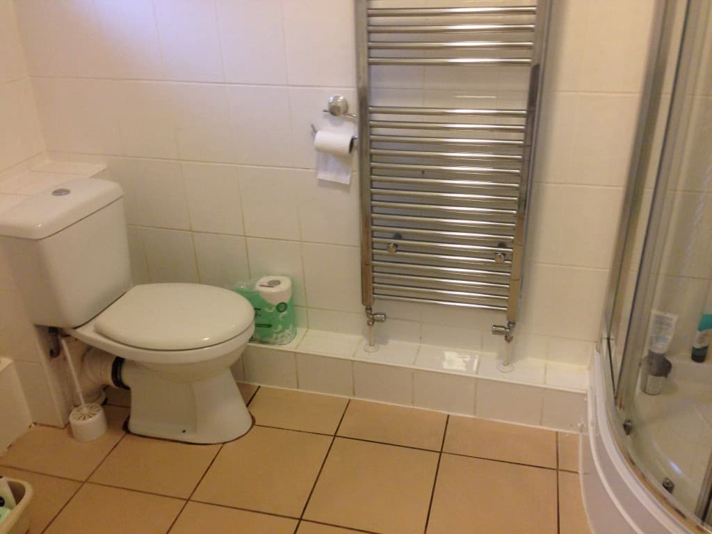 end of tenancy cleaning - bathroom cleaning done